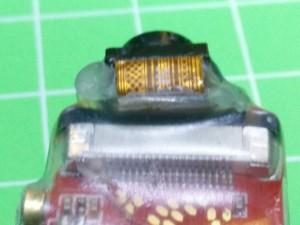 Con cola térmica fijaremos el sensor en una posición alineada para que no se mueva.